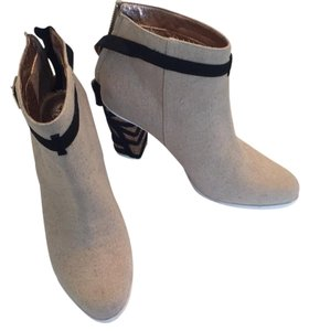 Miss Albright Light beige with black details Boots
