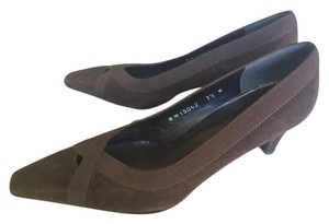 Stuart Weitzman Brown Suede Expandable Dark Brown Pumps