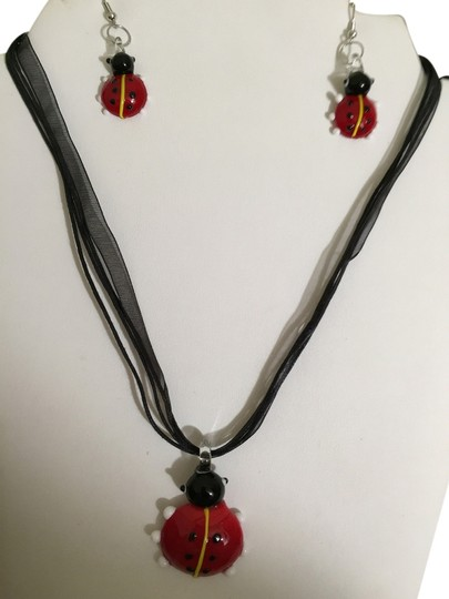 Preload https://item2.tradesy.com/images/red-lady-bug-necklace-1681886-0-0.jpg?width=440&height=440