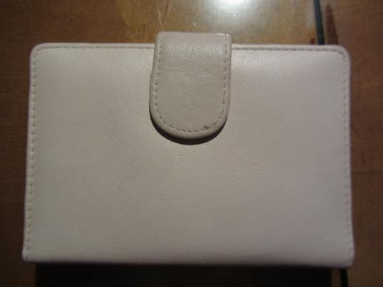 Amanda Smith Super Slim this Cream White Leather Wallet ID Holder is the perfect Classic
