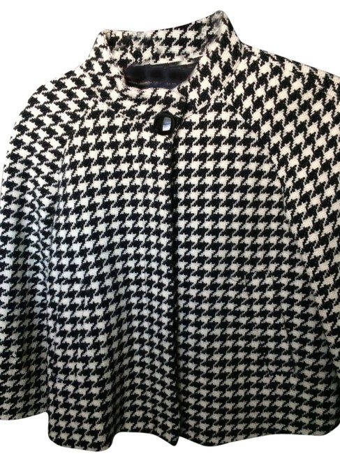 Item - Black and White Poncho/Cape Size 2 (XS)