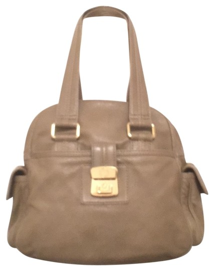 Preload https://img-static.tradesy.com/item/16833115/marc-by-marc-jacobs-airliner-captain-beige-gold-leather-satchel-0-1-540-540.jpg