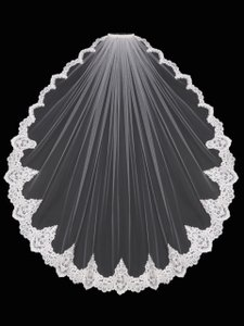 EnVogue Bridal Diamond White Lace Fingertip Length Wedding Veil