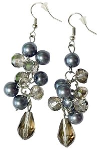 Freelance Fashion dangle earrings in gray