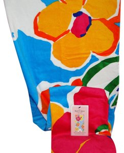 Juicy Couture Juicy Couture Flower Floral Beach Towel