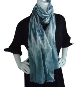 Lightweight blue and white NWOT scarf