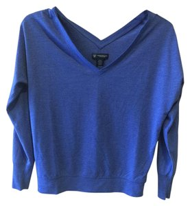 American Eagle Outfitters V Neck T Shirt PERIWINKLE BLUE WITH SILVER THREAD