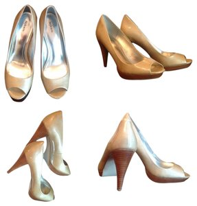 Style & Co Metallic Pumps