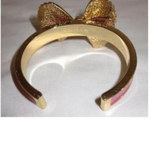 22170ba325305 Lilly Pulitzer Gold Clam Shell Bow Tie Bracelet 57% off retail