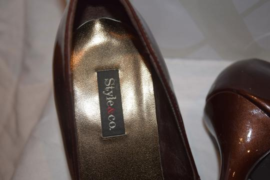 Style & Co High Heels Good Shape Thorabrnp Round Toe Faux Patent Brown Heels Shimmery Classic Truffle Pumps