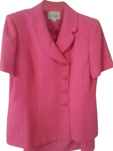 Le Suit Pink skirt suit, very nice! Size 16