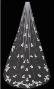 EnVogue Bridal Like New Envogue Bridal Ivory Cathedral Wedding Veil With Beaded Lace Appliques