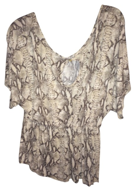 Preload https://item3.tradesy.com/images/h-and-m-snake-print-blouse-size-10-m-1686557-0-0.jpg?width=400&height=650