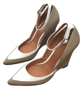 Rachel Roy Taupe and white Wedges