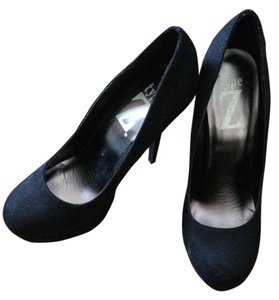 Type Z Black Pumps