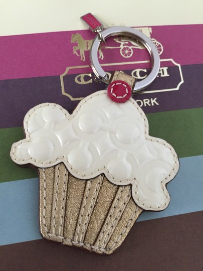Coach NEW RARE COACH OP ART SIG EMBOSSED CUPCAKE KEYCHAIN