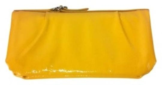 Preload https://item5.tradesy.com/images/hobo-international-yellow-clutch-168739-0-0.jpg?width=440&height=440