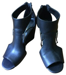 Rock & Republic Black Wedges