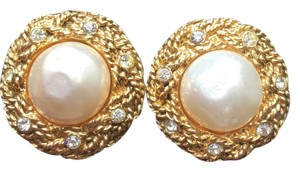 Chanel vintage Chanel clip on earrings