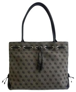 Dooney & Bourke Tote in Beige/Black