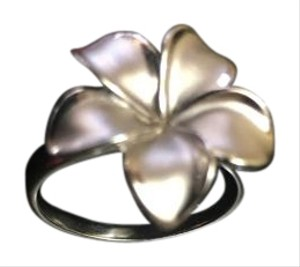 Maui Divers Plumeria 18 mm white gold ring