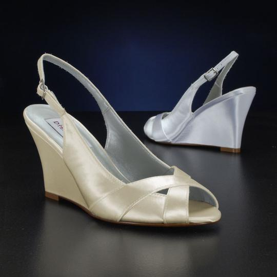 Preload https://item4.tradesy.com/images/dyeables-colleen-wedding-shoes-1688293-0-0.jpg?width=440&height=440