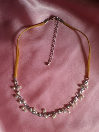 Other Silvertone w/faux pearls necklace