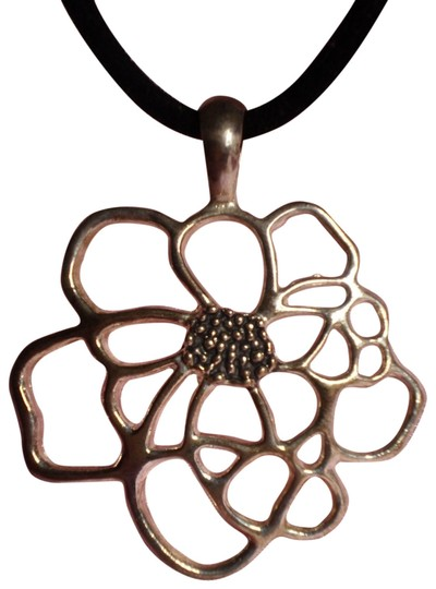 Preload https://item3.tradesy.com/images/new-silvertone-flower-necklace-168852-0-1.jpg?width=440&height=440