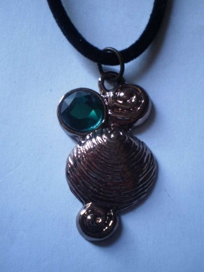Other New seashell & emerald green stone necklace