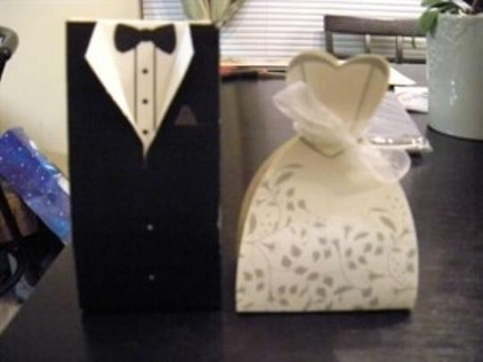 Preload https://item5.tradesy.com/images/bride-and-groom-boxes-wedding-favors-168859-0-0.jpg?width=440&height=440