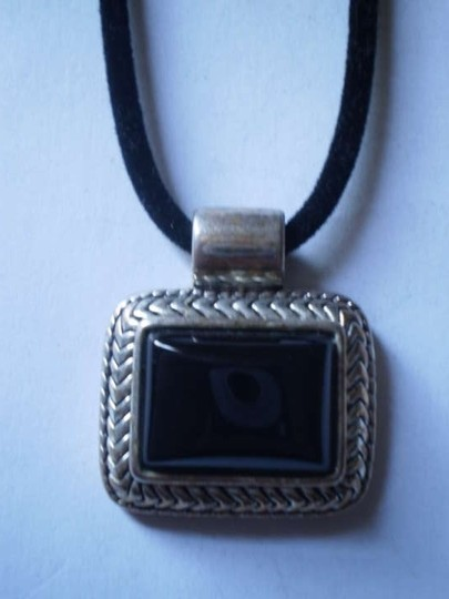 Preload https://img-static.tradesy.com/item/168909/vintage-silver-and-black-necklace-0-0-540-540.jpg