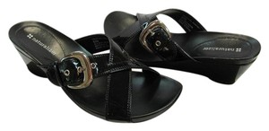 Naturalizer Size 6.50 M Patent Very Good Condition Black Sandals