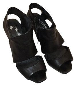Farylrobin Black Wedges