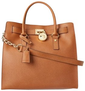 Michael Kors Mk Mk Large Mk Hamilton Hamilton Tote in Luggage Brown/Gold Tone Hardware