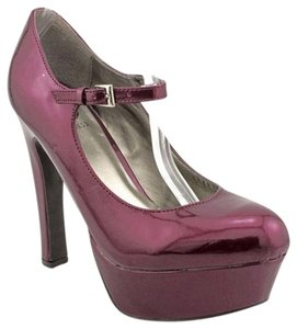Guess Night Out Date Night Maroon Pumps