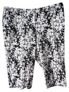 Croft & Barrow Plus-size Stretch Natural Fit Flat Front Pockets Capris Black and White