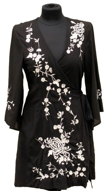 Item - Black with White Embroidery Tunic Size 8 (M)
