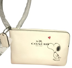 NWT Coach X Peanuts Chalk White Wristlet Snoopy Limited Edition Wristlet in NWT Chalk White