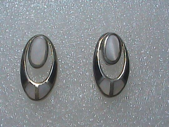 Vintage Sterling Silver Mother of Pearl & Black Onyx Earrings