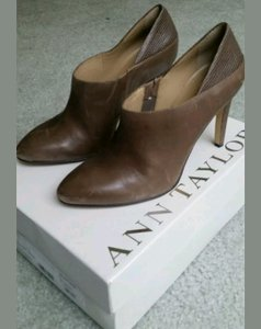 Ann Taylor Latte Pumps