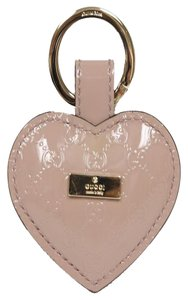 Gucci Gucci Light Pink Microguccissima Patent Leather Heart Key Ring 199915