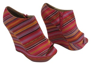 Shasa Size 6.00 M Very Good Condition PInk, Yellow, Purple, Red, Platforms