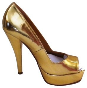 Colin Stuart Pump Size 6 Gold Pumps