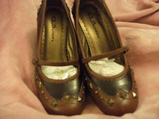 CL by Laundry Vintage Studded Leather Designer two tone brown Pumps