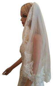Bridal Light Ivory Lace Elbow Length Veil With Metal Comb