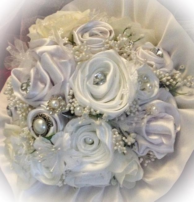 Item - White and Ivory New Satin Bridal Bouquet