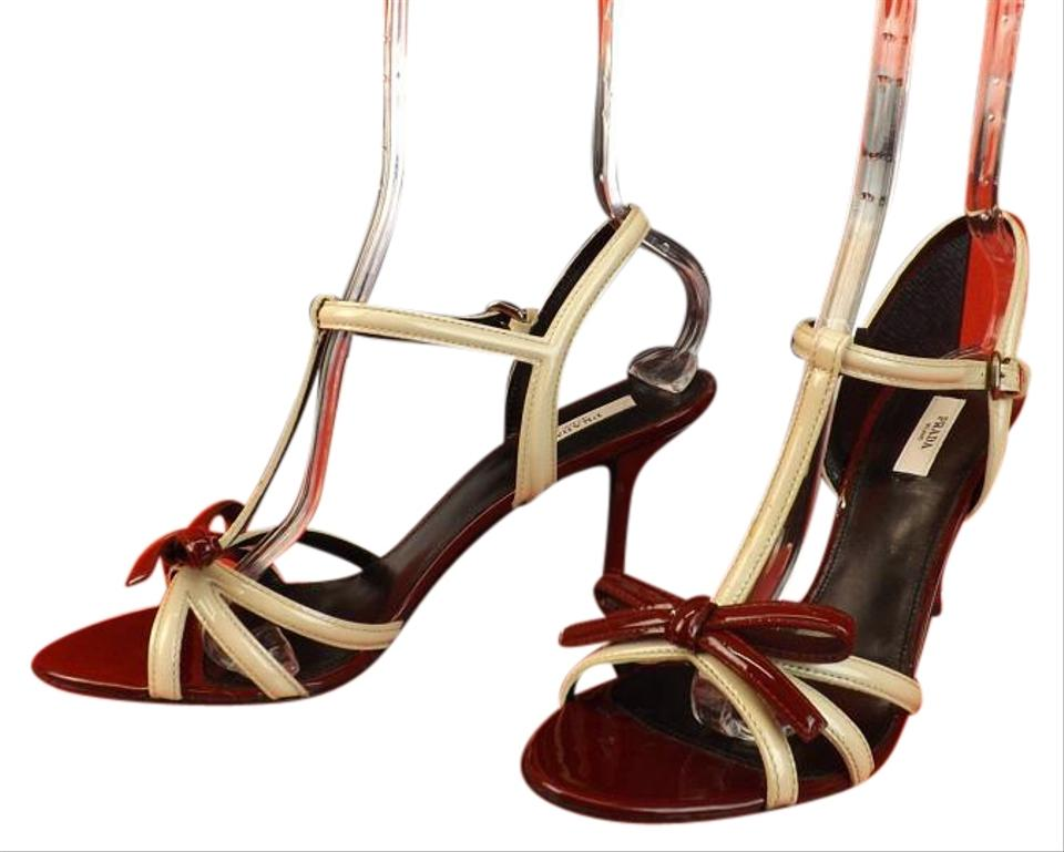Prada Ivory T-strap Cherry Two Tone Patent Leather Bow Vamp T-strap Ivory Runway Pumps Sandals 7cf794