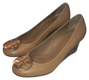 ad33156bd4d65 Gold Tory Burch Wedges - Up to 90% off at Tradesy