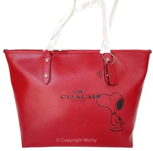 Coach Limited Edition Peanuts Snoopy Leather City Zip Tote in Classic Red