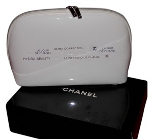 Chanel Chanel Cosmetic Clutch